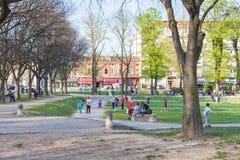 Enfants dans le del Te de Parco del Palazzo de jardin public Images stock