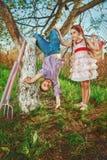 Enfants dans le jardin Photo stock