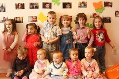 Enfants dans le jardin d'enfants Images libres de droits