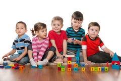 Enfants dans le jardin d'enfants Photographie stock libre de droits