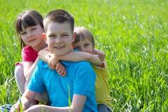 Enfants dans le pré Photo libre de droits