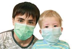 Enfants dans les masques médicaux Image stock