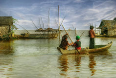 Enfants dans un boat-2 Photo libre de droits