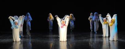 Enfants dansant dans des costumes de lapin Photos libres de droits