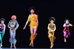 Enfants dansant sur l'étape Photographie stock