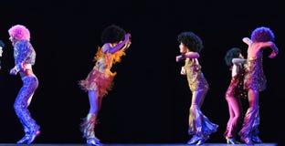 Enfants dansant sur l'étape Photographie stock libre de droits