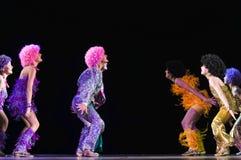 Enfants dansant sur l'étape Images libres de droits