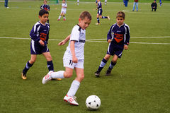 Enfants de BSC SChwalbach jouant au football Photographie stock