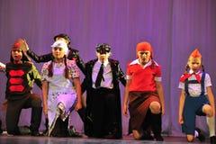 Enfants de groupe de danse image stock