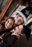 Enfants de mêmes parents affectueux de magicien Photographie stock