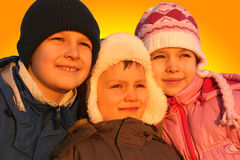 Enfants de mêmes parents au coucher du soleil Photographie stock libre de droits