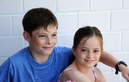Enfants de mêmes parents dans la cohésion Photographie stock