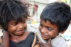 Enfants de mêmes parents dans la pauvreté Photographie stock