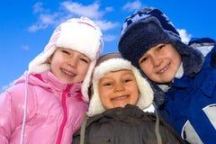 Enfants de mêmes parents de l'hiver Images libres de droits