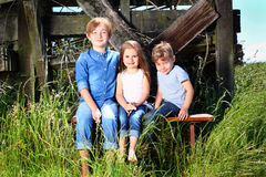 Enfants de mêmes parents de pays Image stock