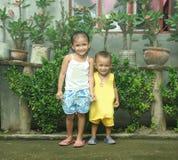 Enfants de mêmes parents de Philippines Image libre de droits