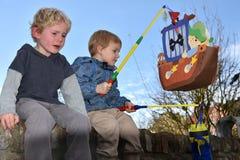 Enfants de mêmes parents en conflit Photo libre de droits