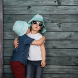 Enfants de mêmes parents heureux Ukraine d'enfants en bas âge l'europe Photos stock