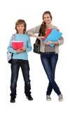 Enfants de mêmes parents prêts pour l'école Image libre de droits