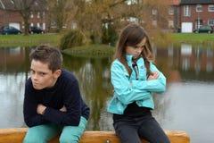 Enfants de mêmes parents en conflit Images libres de droits