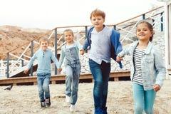 Enfants de mode sur le bord de mer Photos stock
