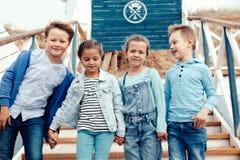 Enfants de mode sur le bord de mer Photos libres de droits