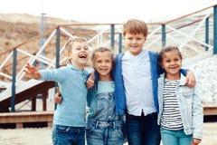 Enfants de mode sur le bord de mer Image stock