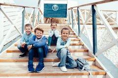 Enfants de mode sur le bord de mer Image libre de droits