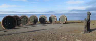 Enfants de monument de Nordkapp de la terre Photos stock