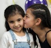 Enfants de sourire et de huges Photo stock