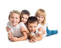 Enfants de sourire se trouvant sur le plancher Images libres de droits