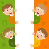 Enfants de St Patrick s et signe blanc Photos libres de droits