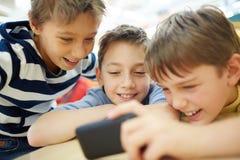Enfants de transmission de messages Photographie stock libre de droits