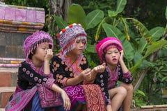 Enfants de tribu de colline dans l'habillement traditionnel chez Doi Suthep Photo libre de droits