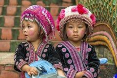 Enfants de tribu de colline dans l'habillement traditionnel chez Doi Suthep Photos libres de droits