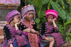 Enfants de tribu de colline dans l'habillement traditionnel chez Doi Suthep Photo stock