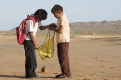 Enfants de Wuayu à l'école au désert Images stock