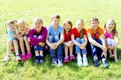 Enfants dehors en parc Images stock