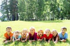 Enfants dehors en parc Photo stock