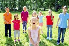 Enfants dehors en parc Photos stock