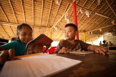 Enfants des zones faibles à l'école Images libres de droits