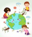 Enfants dessinant la terre Images libres de droits