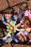 Enfants empilant des mains au-dessus des livres Images stock