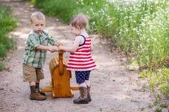 Enfants en bas âge dans le jeu Image libre de droits