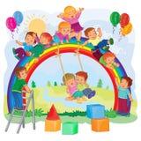 Enfants en bas âge insouciants jouant sur l'arc-en-ciel Images libres de droits