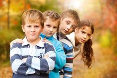 Enfants en parc d'automne Photographie stock libre de droits