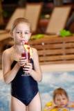 Enfants en piscine Photo libre de droits