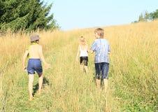 Enfants en voyage Image libre de droits