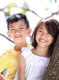 Enfants ensemble extérieurs Photographie stock libre de droits