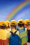 Enfants ensemble pour le contrat à terme images stock